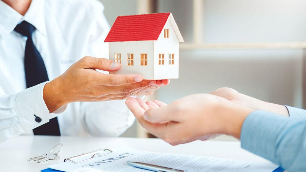 ขายฝากบ้านกับธนาคารดีไหม? เรื่องที่ต้องทราบก่อนซื้อบ้านหลังแรก